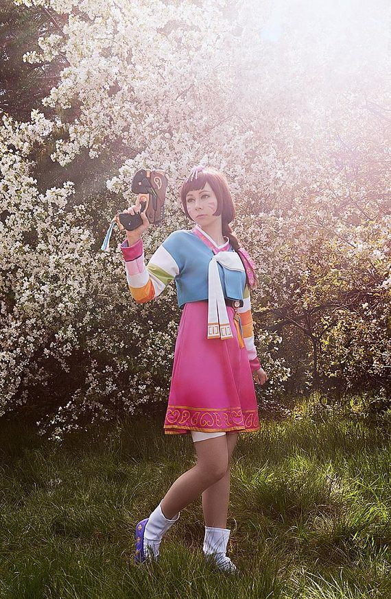 D.va Palanquin Costume Overwatch Dva Diva Korean Hanbok  Includes: - jacket - skirt - gun - socks - white bow - brooch for skirt - headpiece - shorts - small bag  Lot do not include boots Wig is optional  Costume was dressed for several events, so in this case it is not new. Also costume have some features, so contact me for more pictures!  Size XS-S, height 165-171 cm. We accept Paypal payment, can send item all over the world  The delivery terms depends on the address. Normally it takes…
