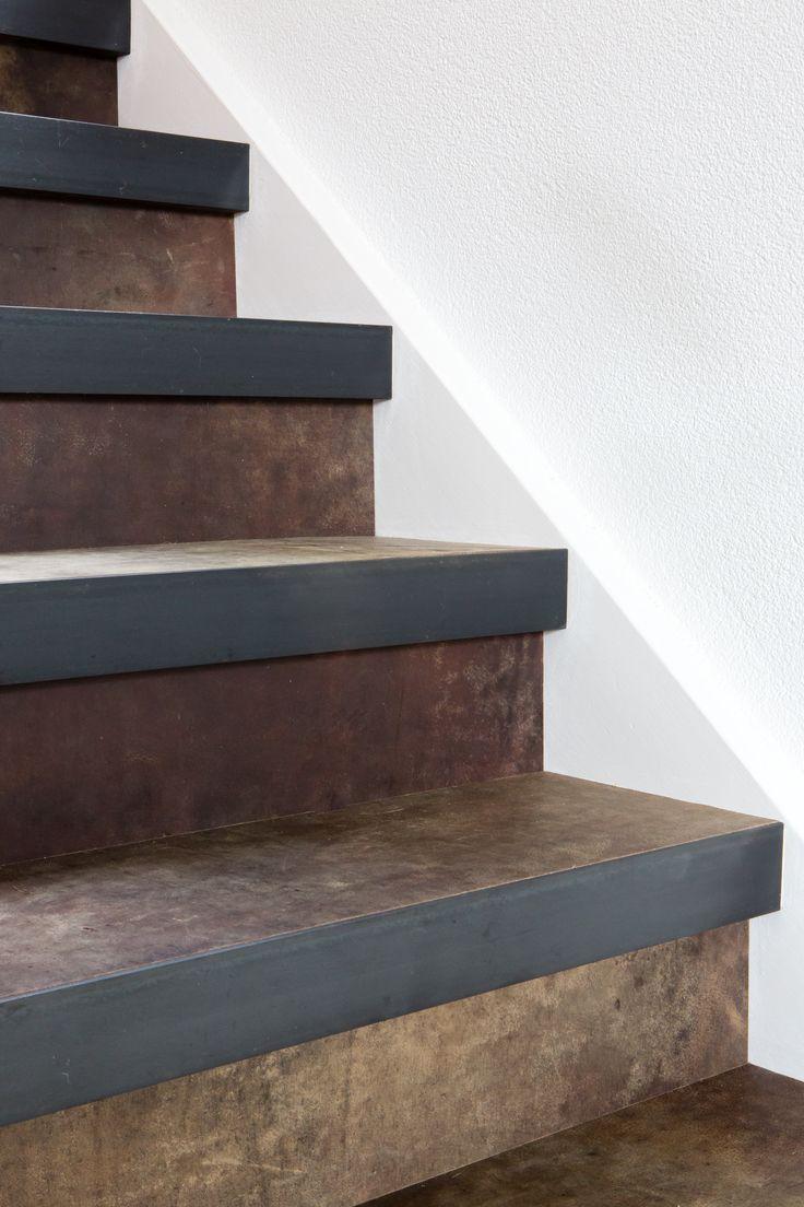 Een leren trap designed by Bertram Beerbaum decor Extreem Clay
