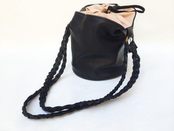 Black Bucket Bag di MartinaMedail su Etsy