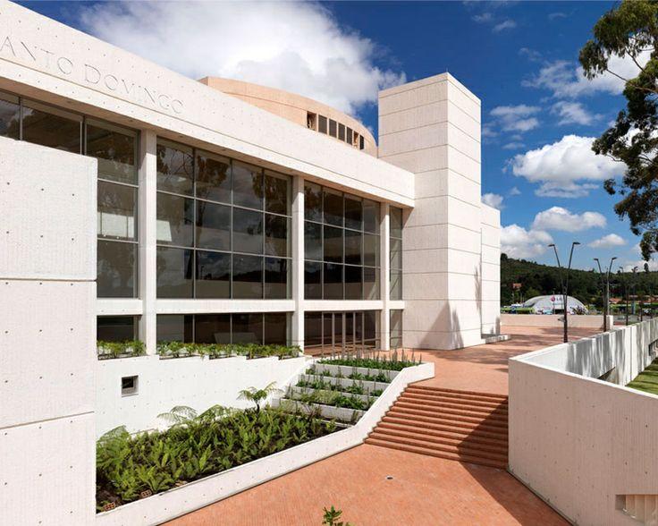 Biblioteca Julio Mario Santodomingo, Acces to the Theatre Hall - Arq Daniel Bermudez