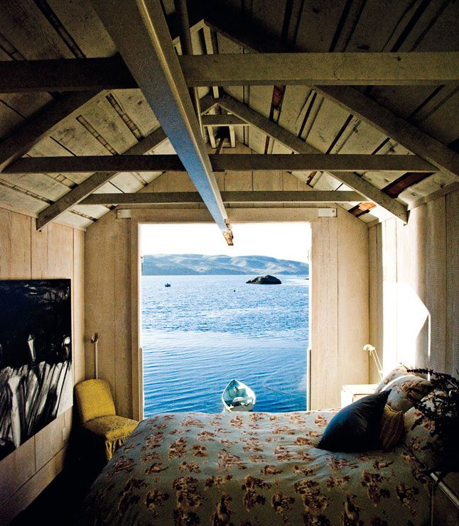 A shed bedroom next to the water in Marin County