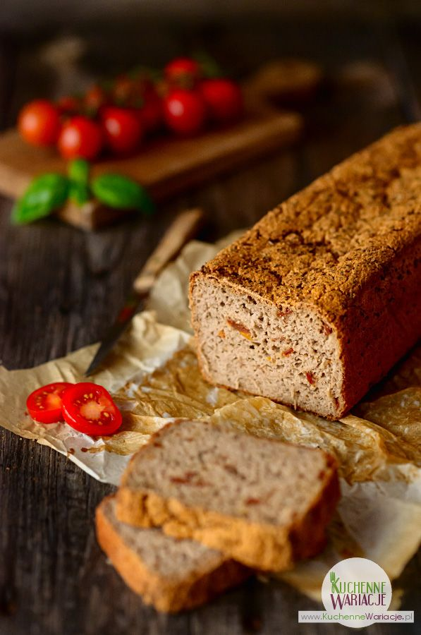 Bezglutenowy chleb gryczany z suszonymi pomidorami