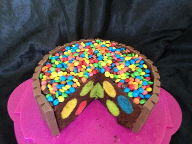 On peut l'adapter en faisant un gâteau à la vanille avec des boules vertes et rouges à l'intérieur!