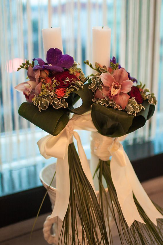 Lumanare clasica, inalta, cu orhidee cymbidium si wanda,