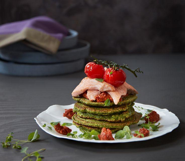 Spinatlapper med laks og rød pesto