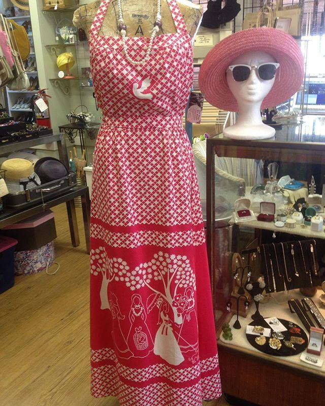Go boho in this Little House on the Prairie printed maxi! 👒🌷 -1960's-1970's…