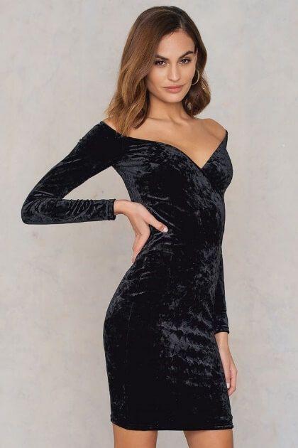 dda936b9 The Sparkly Club Outfit: Off Shoulder Velvet Dress #littleblackdress #lbd  #blackdress #partydress