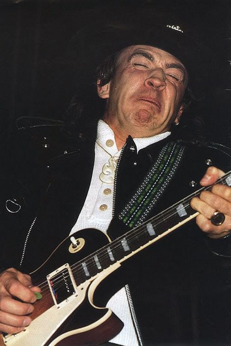 Stevie Ray Vaughan PLAYING A LES PAUL!!! First pic I've ever seen of him with a Les Paul in his hands!