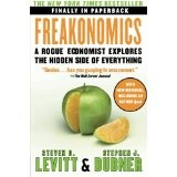 Freakonomics: A Rogue Economist Explores the Hidden Side of Everything (P.S.) (Paperback)By Steven D. Levitt