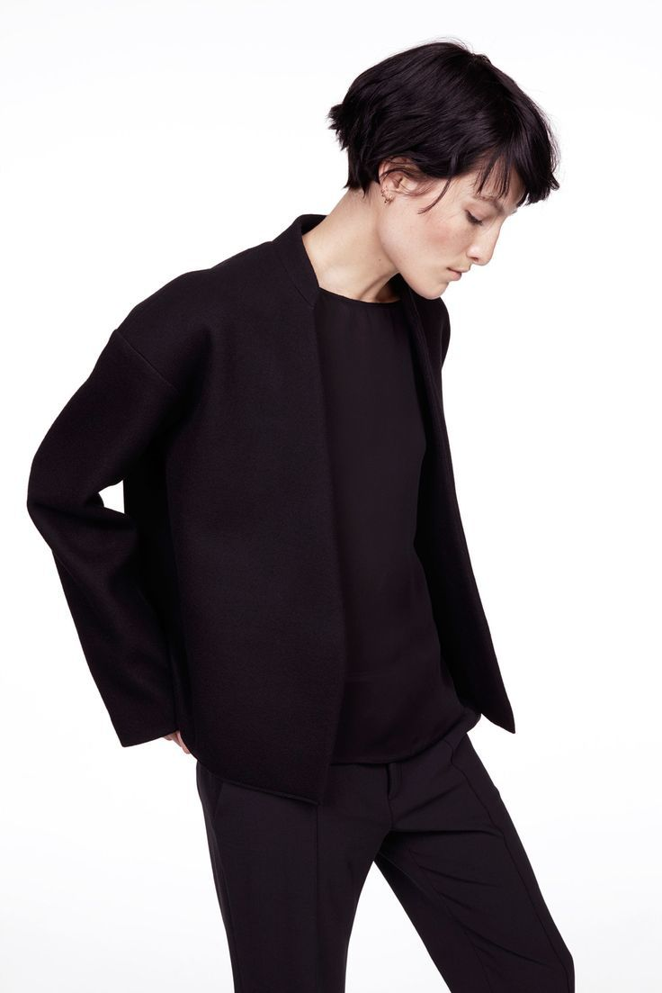 Nili Lotan, Fall 2015 Ready-to-Wear.m All black everything | Minimalist fashion and style | Scandinavian style | black on black | monochromatic fashion | Style ideas for minimalists | Konmari | Minimal Chic