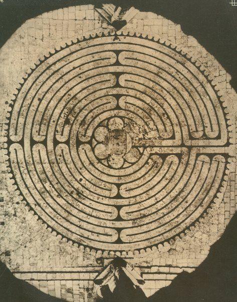 Le labyrinthe de Chartres, Paris                              …