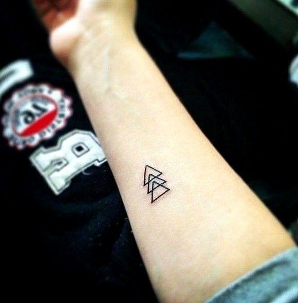35 Ideas De Tatuajes Sencillos De Hombre Mujer Fotos Significado Tatuajes Sencillos Tatuajes Impresionantes Para Chicos Tatuajes Pequenos Para Chicos