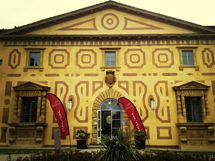 L'ingresso principale di Villa Le Maschere a Barberino del Mugello, per i tre giorno di prova della Jaguar F-type è stata la nostra base operativa.