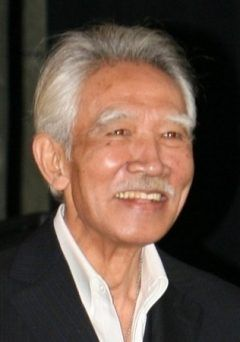 俳優でおヒョイさんという愛称で親しまれた藤村俊二さんが亡くなったんだそうですよ 死因は心不全なんだそうです 昨年から入退院を繰り返していたんだとか 藤村さんといえば日本テレビ系の番組ぶらり途中下車の旅のナレーションでお馴染みでしたよね ご冥福をお祈りしたいと思います