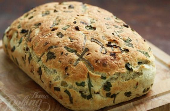 Υπέροχο ψωμί με καραμελωμένα κρεμμύδια