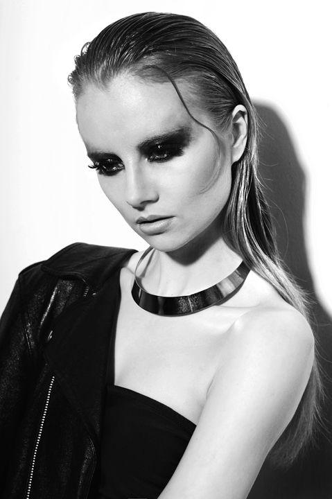 glam rock inspired sexy fashion photoshoot | Gabinet Stylu - Justyna Faliszek (mua, stylist). photo Lina Pasławska