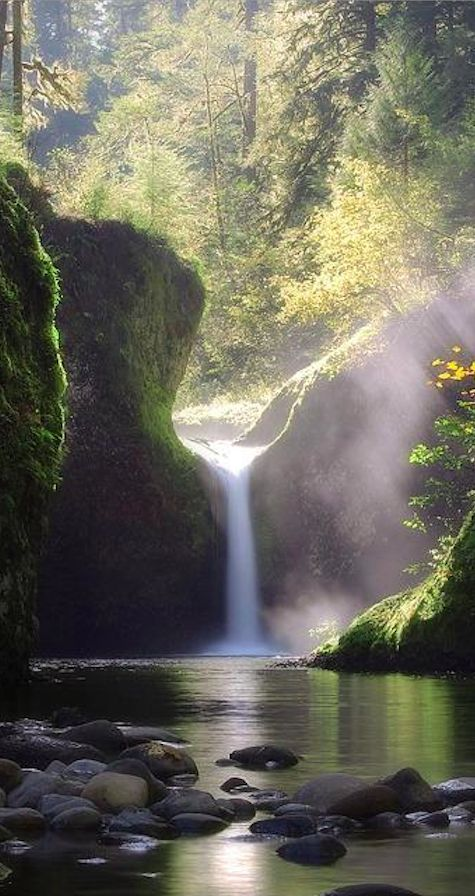 Punch Bowl Falls on Eagle Creek near Bonneville Dam in the Columbia River Gorge east of Portland, Oregon • photo: Ben Marar on 35 Photo