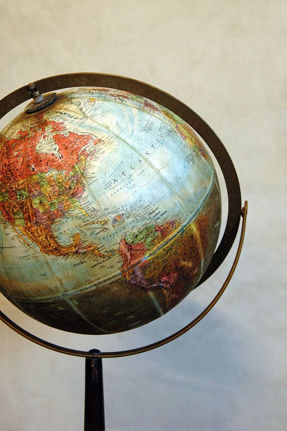 1960s Vintage World Globe // Around the World, I want a globe for my class. When talking about diffrent places in the world, where they speak spanish.It would be such a good idea