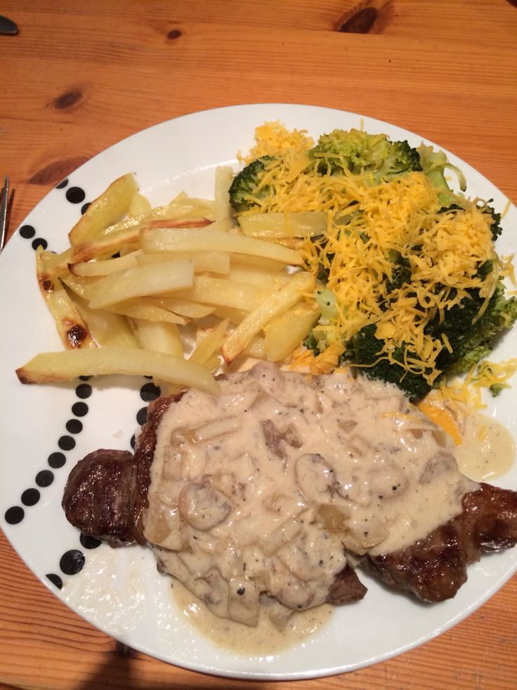 Slimming world steak with peppercorn sauce and chips. Syn free.