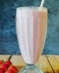 Vienen los dias lindos aprovecha para hacer milkshakes. Hoy te paso la receta del milkshake de frutilla porque hay muchas y están baratas. Ingredientes: Leche 1 taza Azúcar 2 cdas Helado de frutilla 3 cdas Frutillas 100 gr Preparación: en una licuadora colocamos la leche con las frutillas y el azúcar mezclamos por 2 minutos agregamos el helado licuamos por 2 minutos mas y servimos en vasos largos. #milkshake #tasty #frutilla #instafood #strawberry