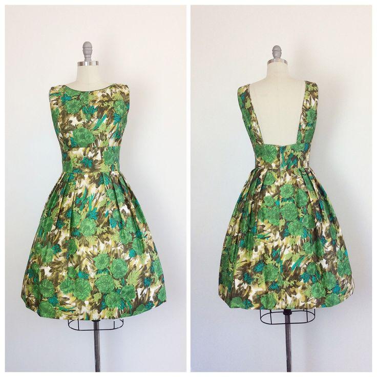 Zoete groene bloemen print zijde partij jurk uit de jaren 60. Liefde de hoge…