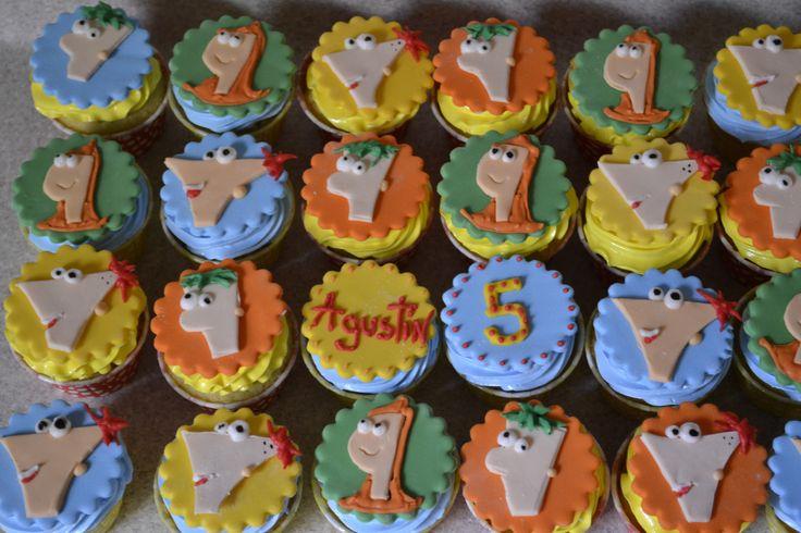 Phineas y Ferb cubierta de merengue italiano y decoración en pastillaje y pasta de goma