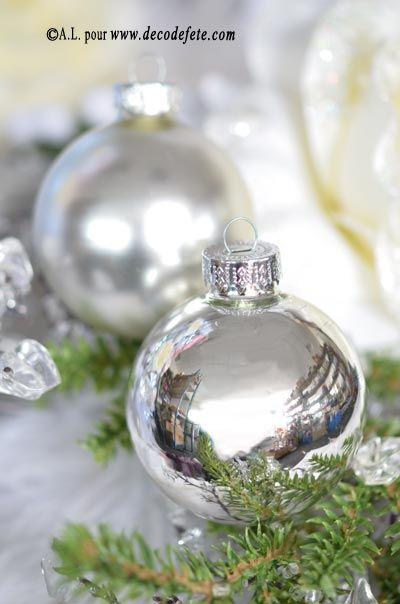 Pour donner le coup d'envoi des fêtes, lancez-vous dans la décoration du sapin ! #noel #fetes #decoration #table http://www.decodefete.com/boules-argent-brillant-mat-p-3804.html