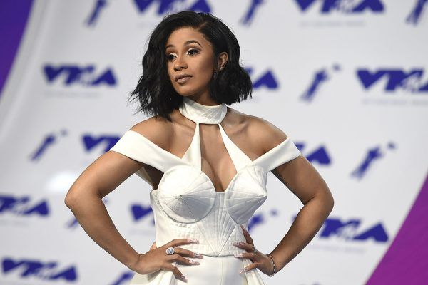 """Black #Cosmopolitan Official: Cardi B's 'Bodak Yellow' Hits #1 On Billboard Hot 100 / Rapper Breaks Record - BlkCosmo.com   #BodakYellow, #CardiB, #DefJamRecordingsArtists, #HIPHOP, #LUDACRIS, #Music, #Shawnna, #VocalMusic          Cardi B has done it! Officially. The year's biggest breakout star has cemented her ascend by snatching the #1 spot on the Billboard Hot 100 with """" She's making more than money moves, she's making history. Find out how below… In hittin"""