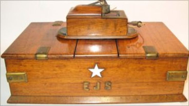 A cigar box once owned by the captain of the Titanic is sold for £25,000 at auction.