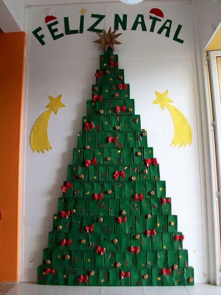 12 Arboles De Navidad Que Podras Hacer Con Material Reciclado La Numero 3 Decoraciones De Navidad Simples Arbol De Navidad Manualidades Manualidades Navidenas
