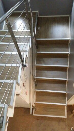 Piso flotante en escalera