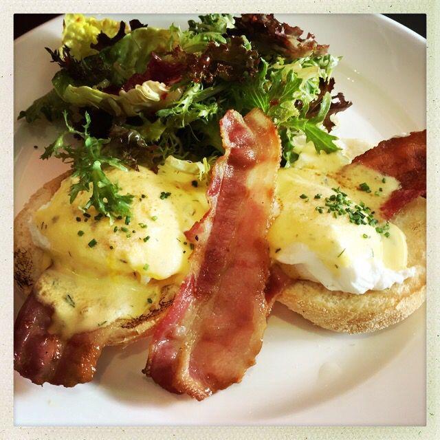 Eggs bene with bacon