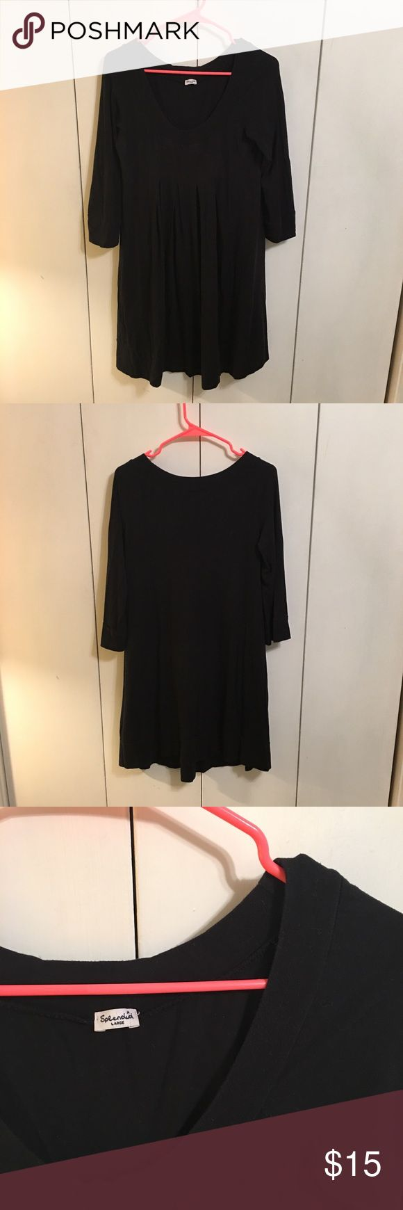 🍷 Black Tunic Dress Long sleeve black tunic dress with pleating under the best. Cuff of sleeves and hems have seams, dress is super comfortable and just needs some great patterned leggings! Splendid Dresses Long Sleeve