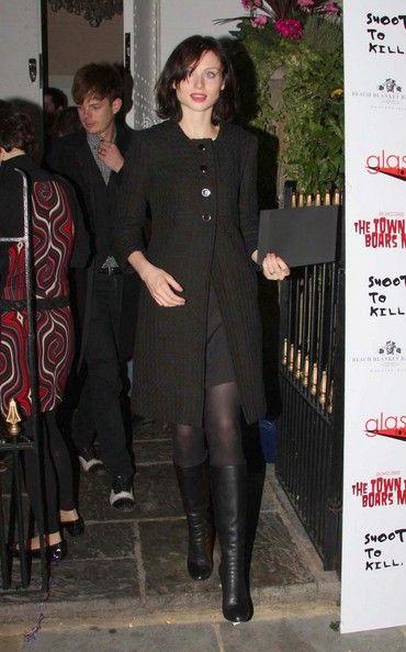 Sophie Ellis-Bextor Photos: SOPHIE ELLIS-BEXTOR Shows Off Her Classic Half-Button Coat