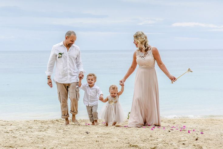 family photography by the beach in Fiji