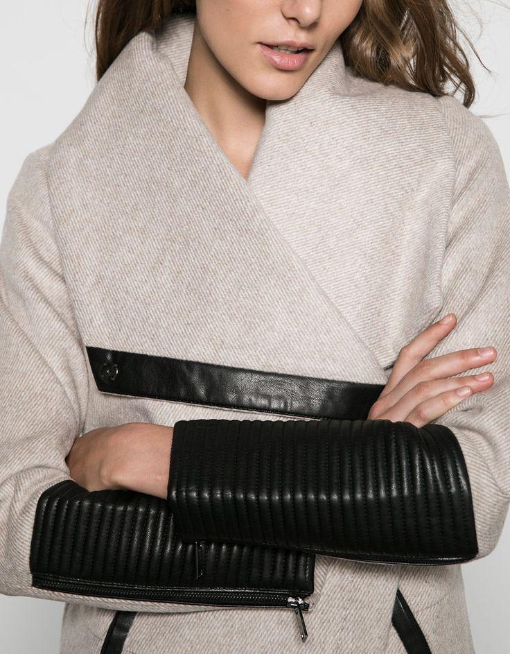 Sobretudo Bershka lã detalhe couro sintético. Descubra esta e muitas outras roupas na Bershka com novos artigos cada semana