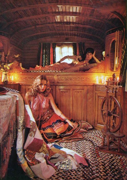 gypsy+wagon+bedroom.jpg