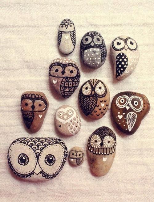Owls painted on pebbles Neat craft project theberry.com