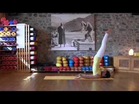 Der Schulterstand und Variationen aus der Sivananda Yoga Reihe