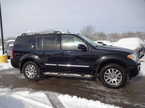 5N1AR1NB6BC630628 | 2011 Nissan Pathfinder LE in Miamisburg, OH Image 2