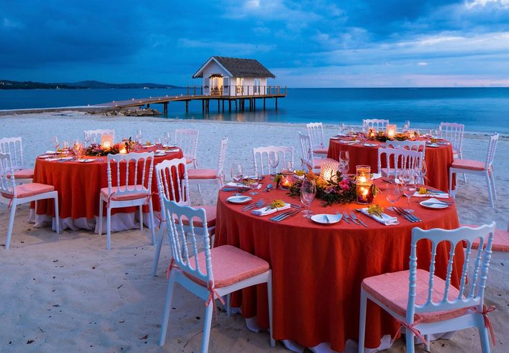 Celebrate Your Marriage With A Magical Dinner On The Sea Shore