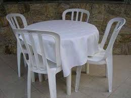 Pulizia dei mobili in plastica bianca da giardino - vivere verde