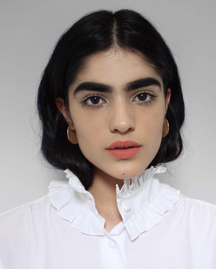 "Natalia Castellar Calvani (@nataliacastellarcalvani) en Instagram: ""Shakespeare vibes ft Circle Earrings. #youngfrankk  Stylist: @luciazolea"""