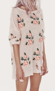 Over-sized shirts are super comfortable and one like this with a feminine print is so cute. This could be worn with leggings and boyfriend fit jeans or even tucked into high waisted shorts or casual skirt