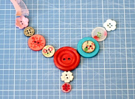 Tutorial on how to make a button necklace