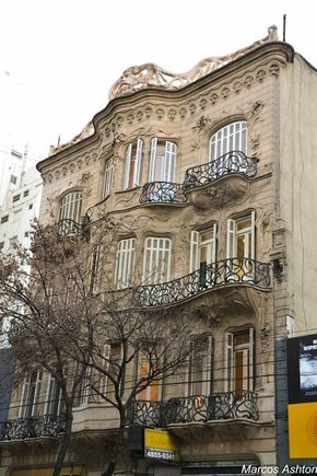 Gaudi in Buenos Aires. Casa de los lirios.