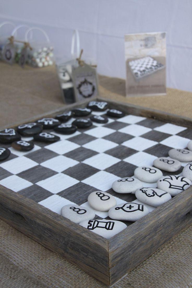 jeu d'échecs / galets peints.... Chess Board