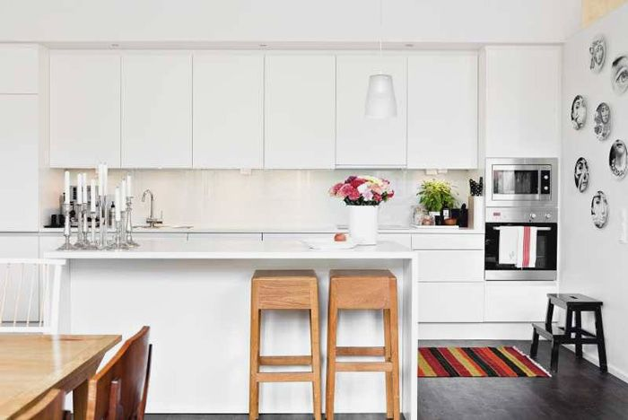 All white kitchen with splashes of black & natural wood, is so my thing.