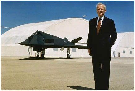 Extraterrestrial UFO Are Real : Ben Rich Lockheed Skunk Works Director Admitted In His Deathbed Confession - UFO-Blogger - Aliens UFO News, UFO Sightings and Roswell UFO Incident