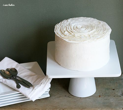 perfect for mom's birthdayWhite Cake, Cake Frostings, Vintage Cake, Frostings Recipe, Cake Decor Tips, Ice Techniques, Frostings Ideas, Rose Cake, Flower Cake